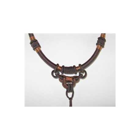Halskæde, knyttet til vedhæng Brun 1.